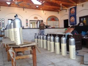 Vorbereitung fürs Lackieren der Sunshine Divers Tanks