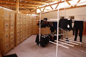 Auf jede Boxnummer kann das BCD und der Anzug materialschonend aufgehangen werden um zu trocknen